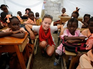 APJ olivia-wilde-visits-a-camp-for-internally-displaced-persons-in-haiti.prev_